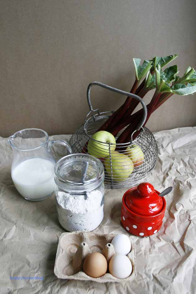 Rhabarber Apfel Becherkuchen vom Blech mit Buttermilch und Dinkelmehl von happyhomeblog