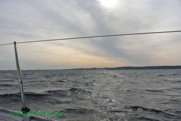 Die Sonne kommt raus. Segeln auf der Ostsee