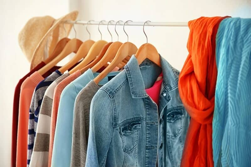 This capsule wardrobe guide can help you learn how to build a capsule wardrobe, even if you are a beginner.