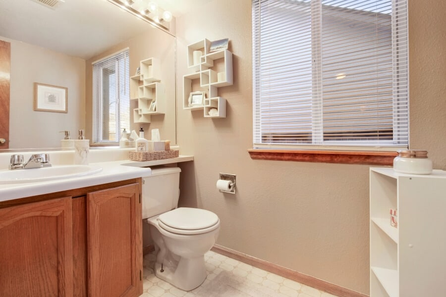 decluttered ,minimalist bathroom