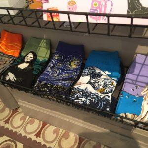 chaussettes funky lyon happy sisyphe tableau art arty van gogh munch joconde la vague hokusai botticelli vénus cri nuit étoilée leonard de vinci