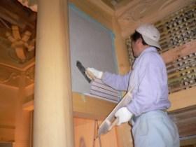 竹小舞の上から漆喰を塗ります
