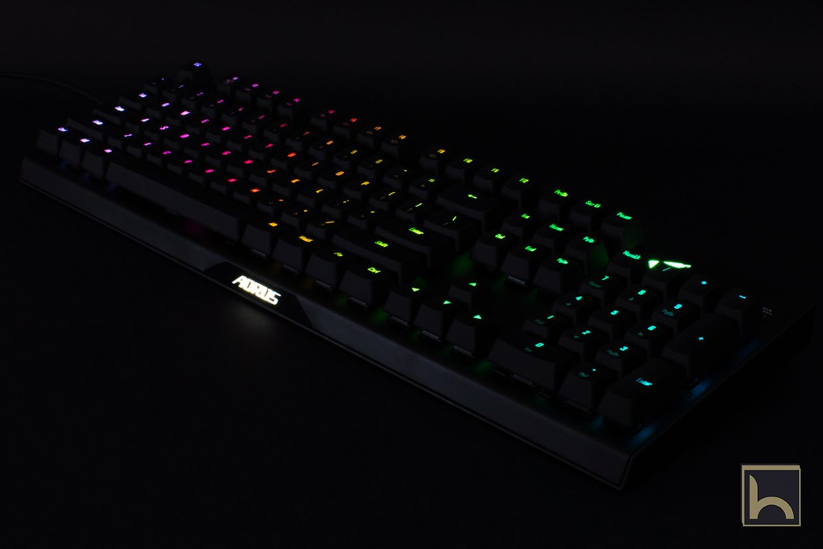 مراجعة لوحة المفاتيح الميكانيكية Aorus K9 Optical عالية الجودة من جيجابايت