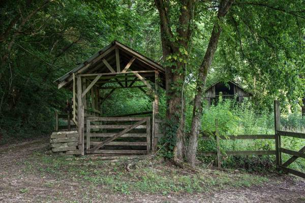 Old structure in Boxley Valley on the way to Ponca.