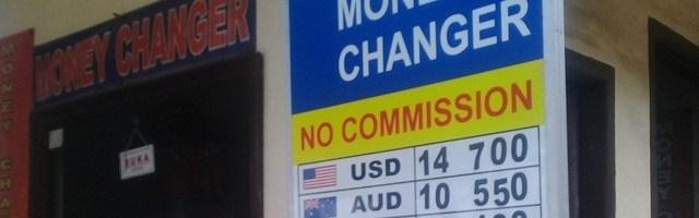 Tukar Uang di Money Changer Atau Bank?