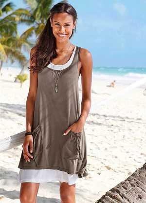 Model Baju Pantai Wanita Agar Tampil Menawan