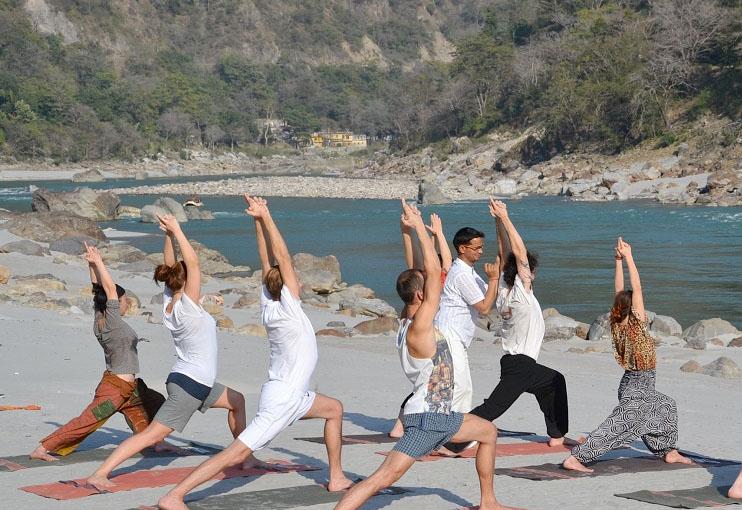 https://i0.wp.com/www.haridwarrishikeshtourism.com/rishikesh-photos/rishikesh-yoga.jpg