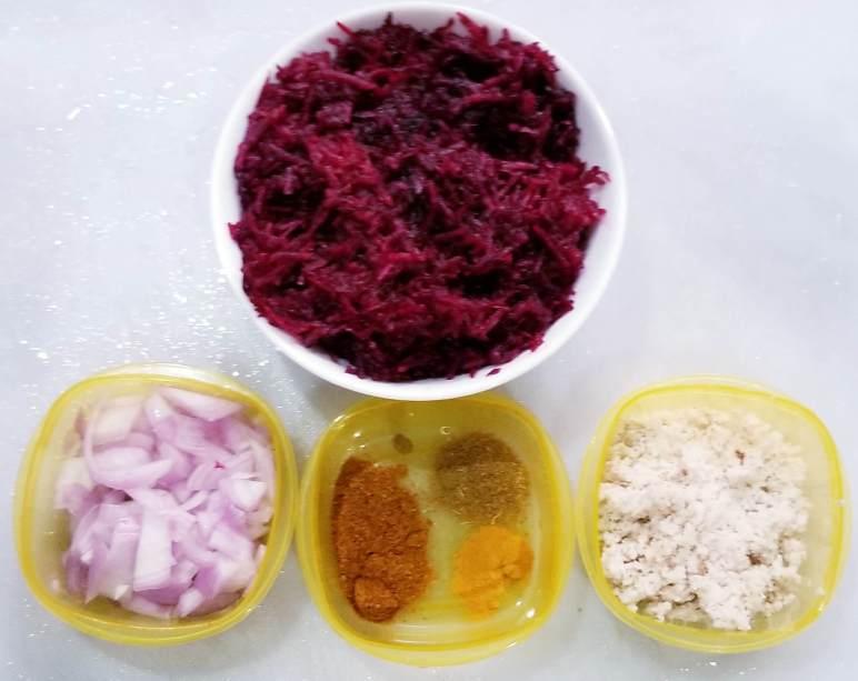 Ingredients for making beetroot thoran recipe.