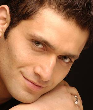 shiney_ahuja_002_300x356