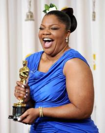"""HOLLYWOOD - MARCH 07: (EDITORS NOTE: NO ONLINE, NO INTERNET, EMBARGOED FROM INTERNET AND TELEVISION USAGE UNTIL THE CONCLUSION OF THE LIVE OSCARS TELECAST) Actress Mo'Nique, winner of Best Supporting Actress award for """"Precious: Based on the Novel 'Push' by Sapphire,"""" poses in the press room at the 82nd Annual Academy Awards held at Kodak Theatre on March 7, 2010 in Hollywood, California. (Photo by Jason Merritt/Getty Images)"""