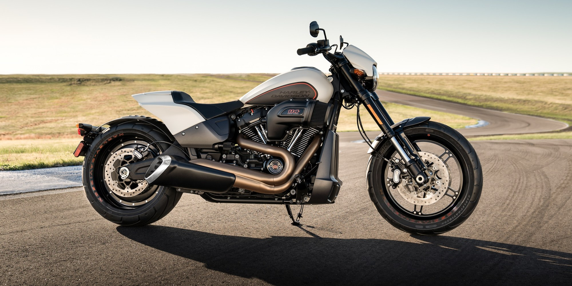 hight resolution of 2019 fxdr114 motorcycle parked on street