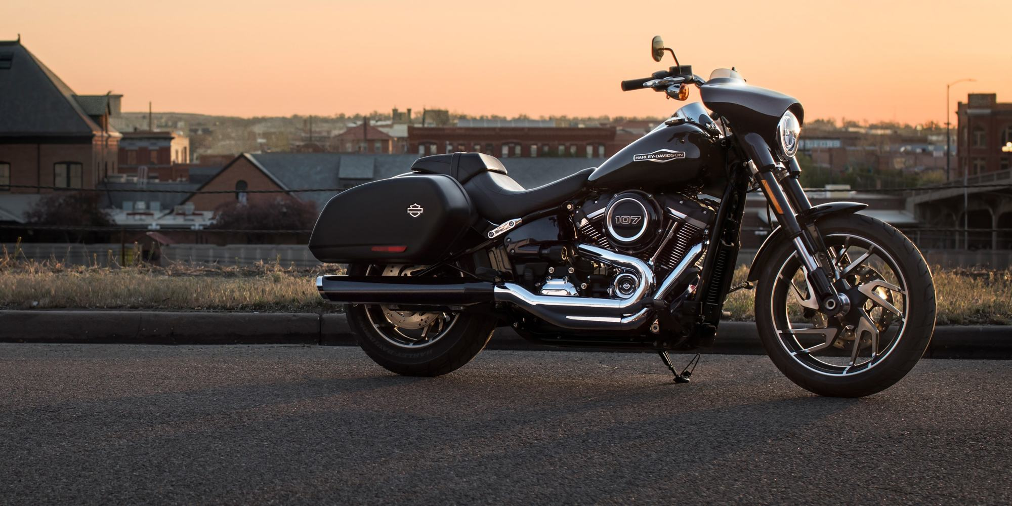 hight resolution of 2019 sport glide motorcycle parked in front of skyline