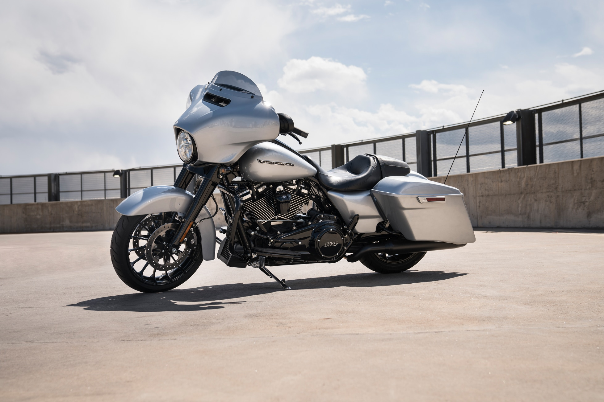 small resolution of 2019 street glide special parked on street