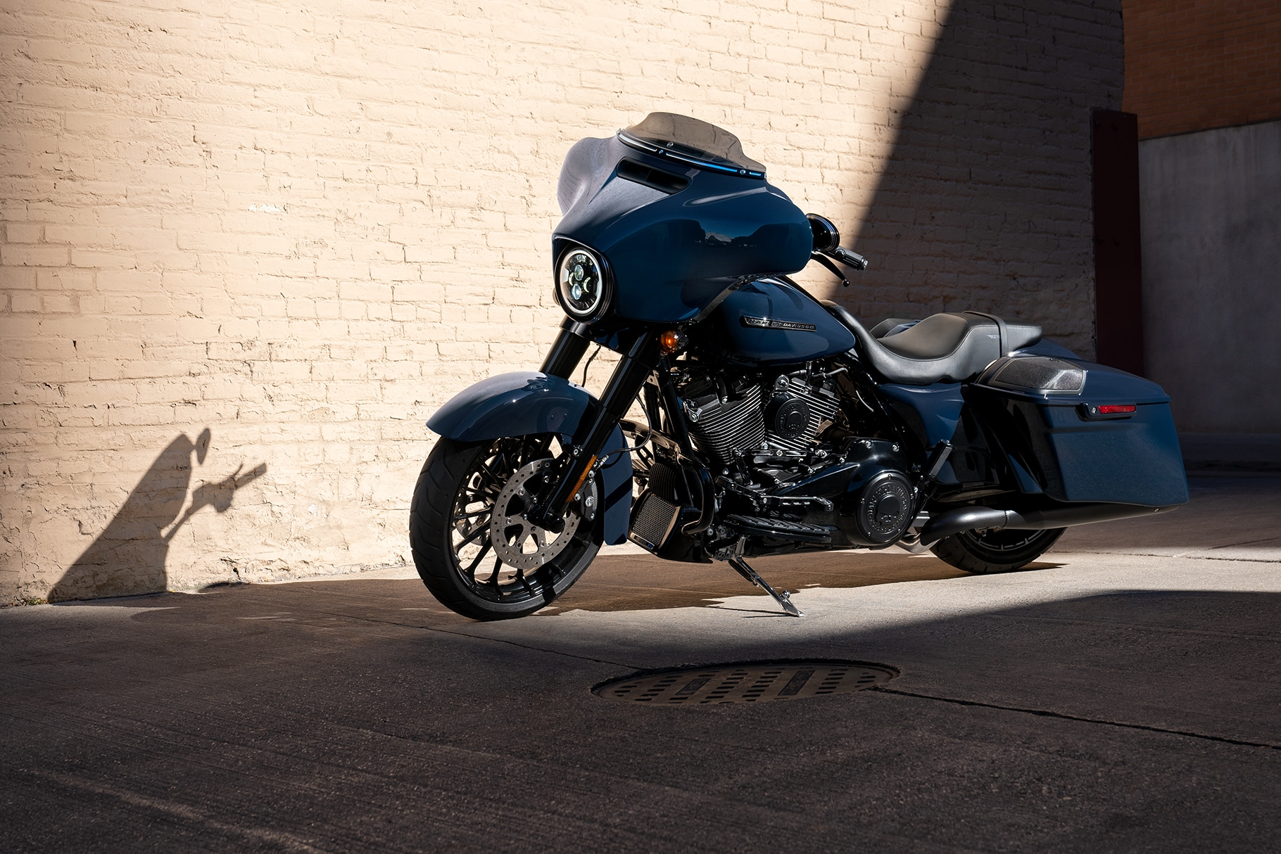 hight resolution of parked 2019 harley davidson street glide special motorcycle