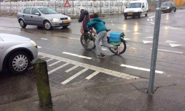 Tijdelijke kruising Grensweg zorgt voor onveilige situaties