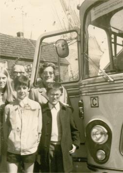 1972 Doetingem - Gaanderen: Eddy Vanoosthuyse en Francis Bertel met gastgezin