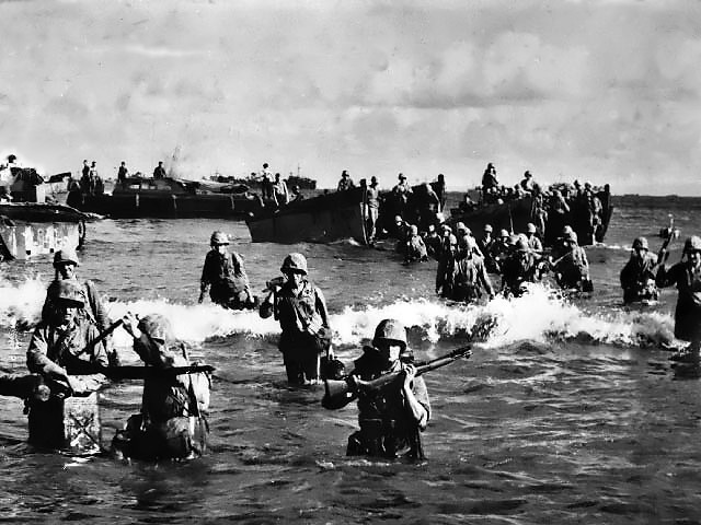 Marines_wading_ashore_on_Tinian