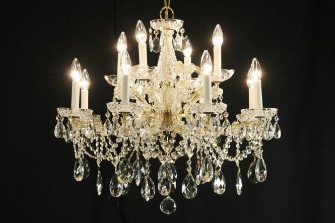 Photo 1 Maria Theresa 12 Candle Vintage Strass Crystal Chandelier