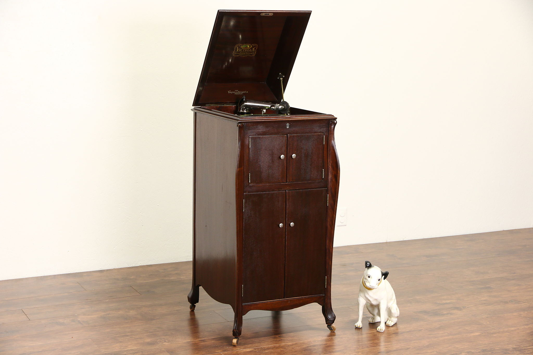 SOLD  Victor 1920 Mahogany Victrola Wind Up Record Player