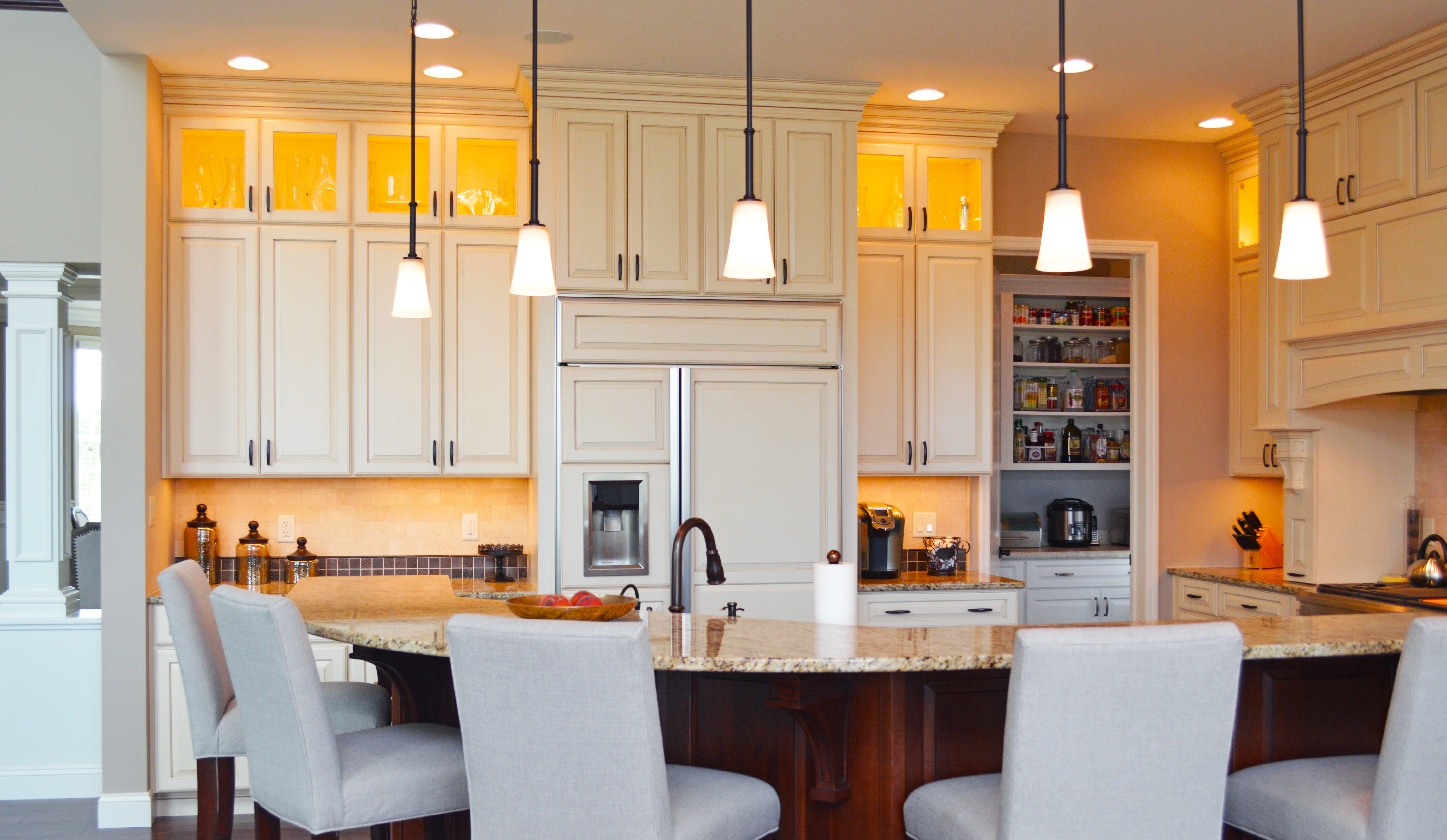 Traditional Kitchen with Pantry (K