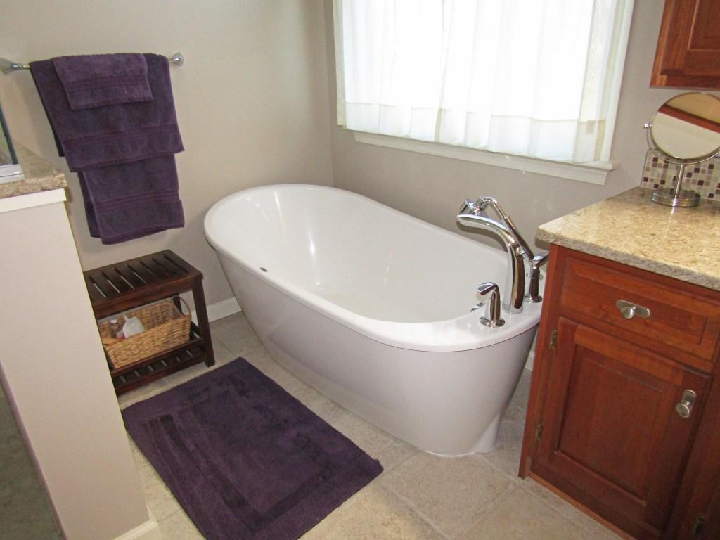 Serene Master Bath (B-90)