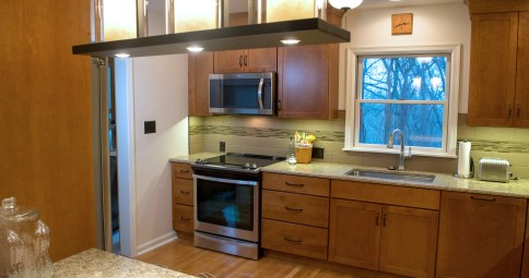 Chestnut Stained Transitional Kitchen Remodel with Adjoining Sunroom (K-93)