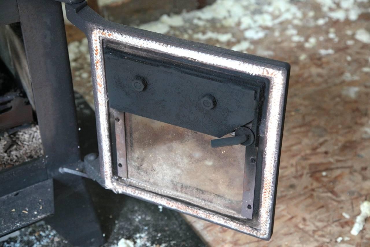 Woodstove door gasket replacement an easy necessity - Harrowsmith