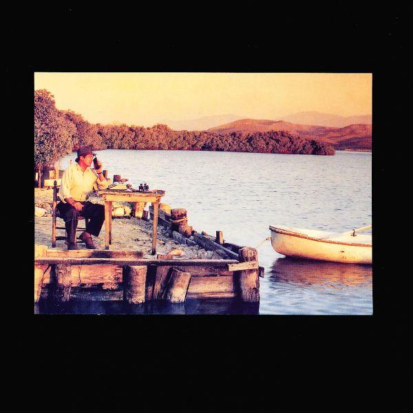 Vykort: Harry Hotline vid sjö