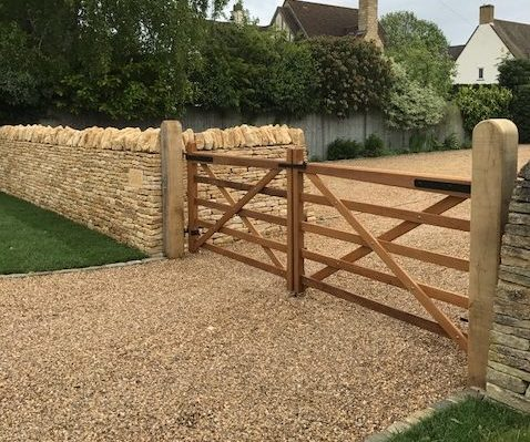 Somerset Gates with Oak Posts Round Top