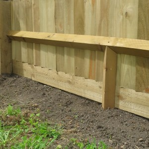 Close board fence with centre stump and gravel board