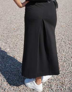 Skirt with backpleat
