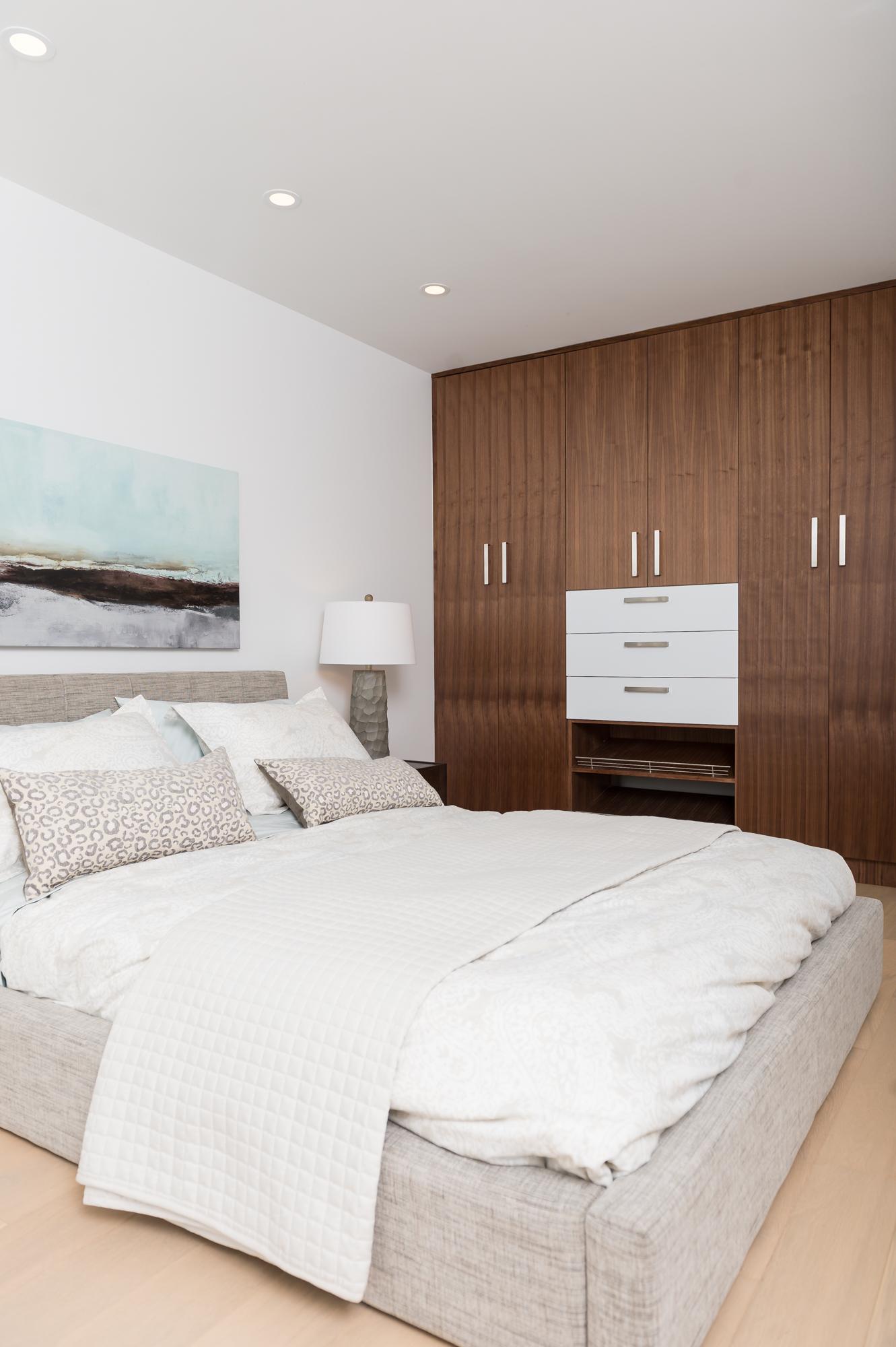 Stunning Dundarave 1 Bedroom Den Harvey Kardos