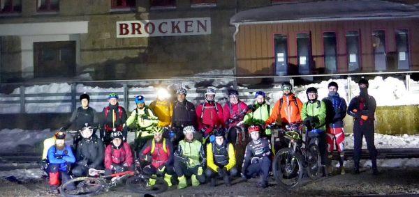 Mountainbiker auf dem Brocken bei Nacht
