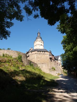 Bild: Die Burg Falkenstein im Unterharz gilt als der Ort, an dem Eike von Repgow den Sachsenspiegel verfasst hat.