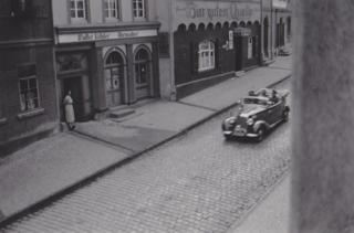 Bild: Die SS in Mansfeld. Mansfeld war der Sitz des Mansfelder Gebirgskreises. Aufnahme um 1936 aus privater Sammlung von Herrn Ronald Ecke. Bild: Ronald Ecke. Dieses Bild ist gemeinfrei, weil seine urheberrechtliche Schutzfrist abgelaufen ist.