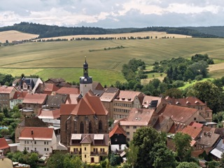 Bild: Blick vom Schloss Mansfeld auf Stadt und Stadtkirche. Aufnahme aus dem Jahr 2009 von Birk Karsten Ecke.
