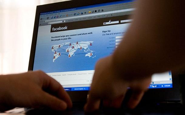فيسبوك تتيح البث المباشر من أجهزة الكمبيوتر والمزيد