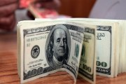 الدولار يواصل إرتفاعه بفعل خطة ترامب