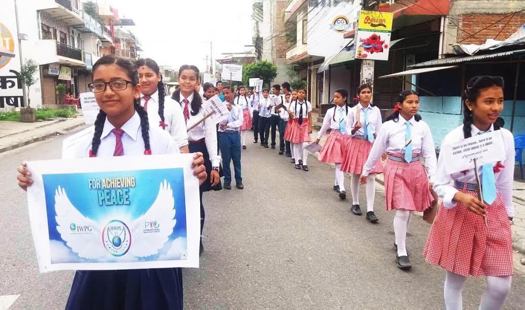 المنظمات غير الحكومية الدولية تعقد مسيرة السلام والتعليم في مجال حقوق الإنسان