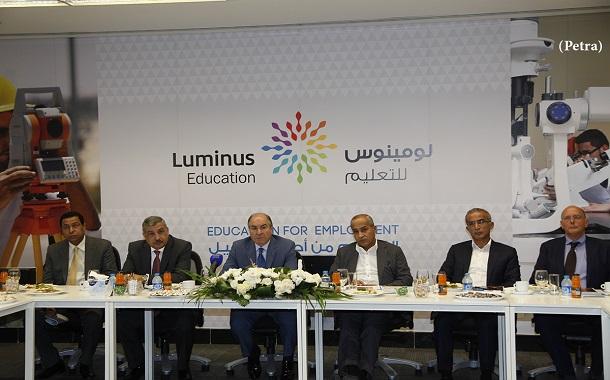 رئيس الوزراء يزور مجموعة لومينوس للتعليم