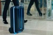 قريبا...... حقيبة السفر تسير خلف صاحبها