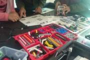 الطالب شملي يخترع جهاز ''منع الاختناق'' ويدرب الأطفال على ''الروبوت''