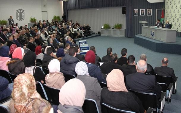أبوغزاله في لقاء مع طلبة جامعة العلوم والتكنولوجيا عن التعليم من أجل الاختراع