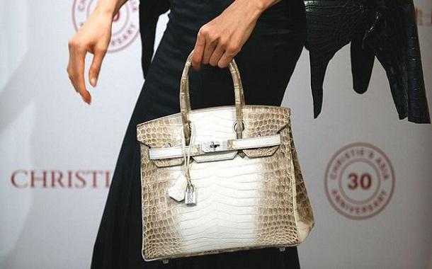 حقيبة يد نسائية مستعملة