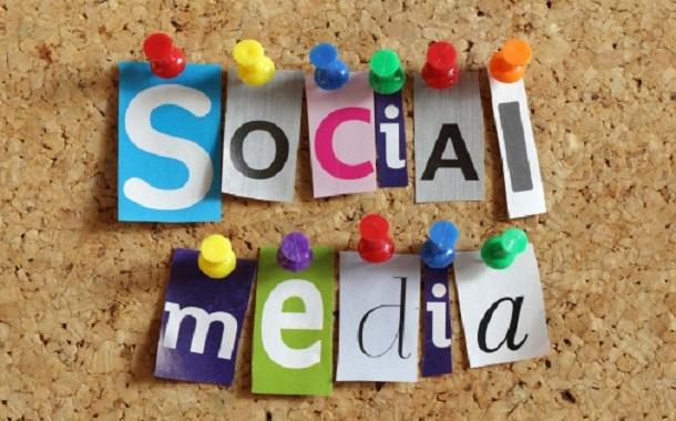 هذه العلامات تنذر بإدمان طفلك لشبكات التواصل الاجتماعي