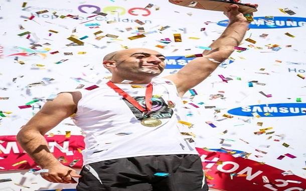 عدّاء زين سهيل النشاش بطل نصف ماراثون عمّان الدولي عن فئة المكفوفين