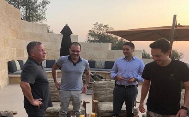 الأمير علي عبر ''تويتر'': برفقة جلالة الملك وأخواني