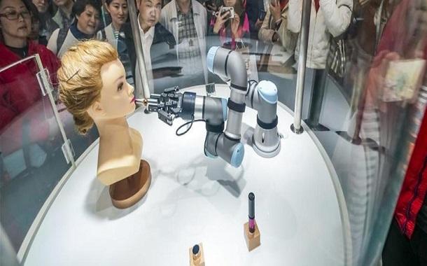 الروبوتات الصينية تنافس البشر داخل صالونات التجميل