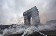 رسميا.. فرنسا تنحني للعاصفة وتتراجع عن الضرائب