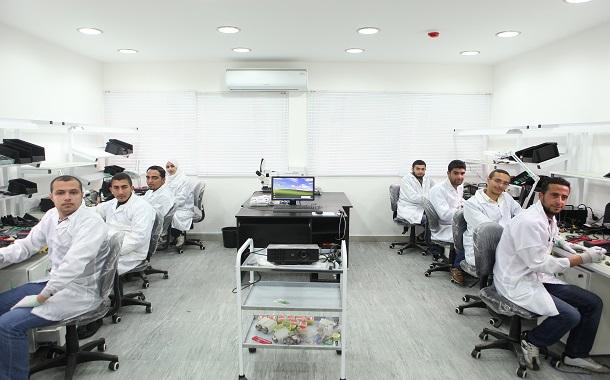 مراكز زين للتدريب على صيانة الأجهزة الخلوية تُخرّج ما يقارب الـ 1000 طالب وطالبة